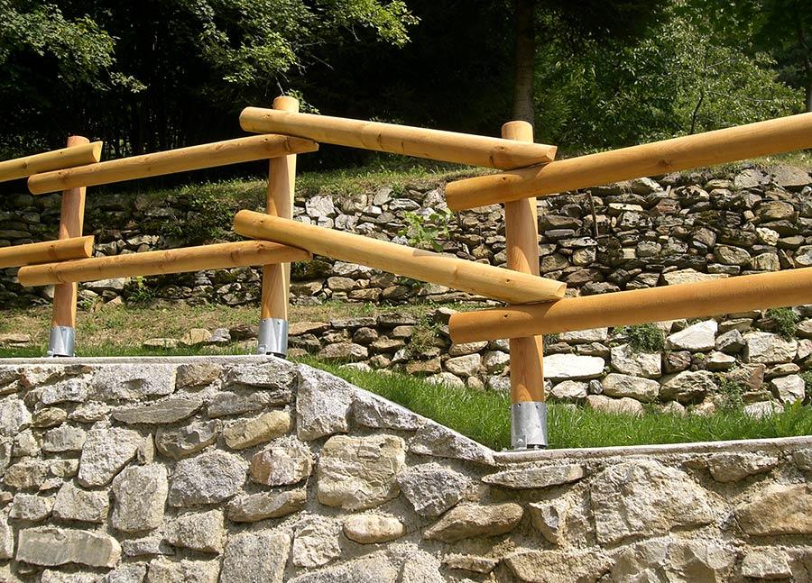 Pali in legno per recinzioni staccionate e steccati for Effetto legno su muro